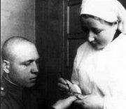 Медсестра с оружием в руках отбивалась от фрицев